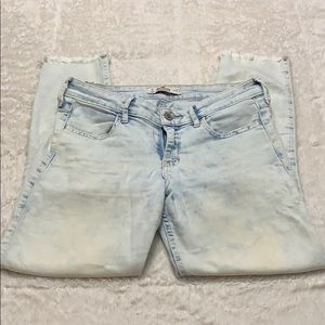 Bleach-washed Cropped Jean Hollister